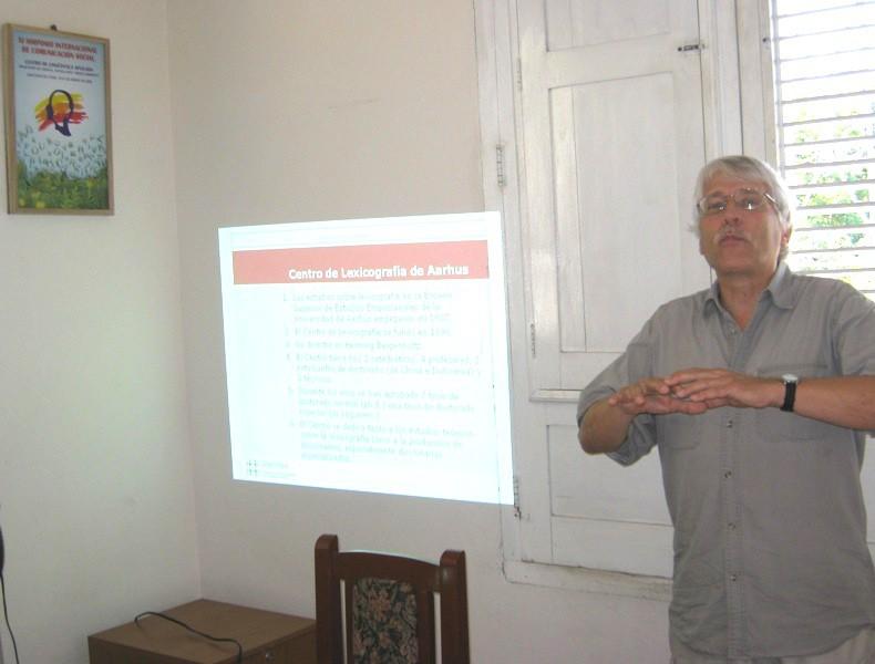El Dr. Sven Tarp ofrece una conferencia en el CLA