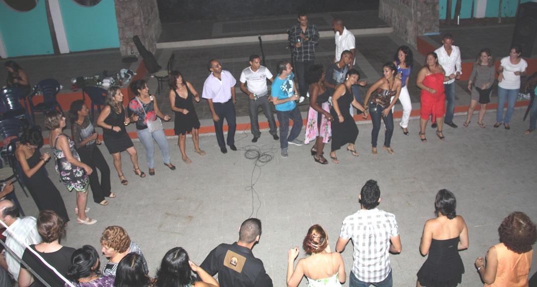 Los asistentes al Simposio celebrando en el coctel de bienvenida